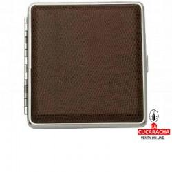 Pitillera para 20 cigarrillos de 8cm, forrada en piel marrón por ambos lados