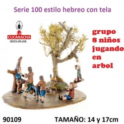 Figuras Belen Estilo Hebreo con tela Grupo 8 niños jugando arbol 14 y 17 cm.