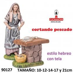 Figuras Belen Estilo Hebreo con tela Pastora cortando pescado 10-12-14-17 y 21cm