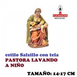 Figuras Belen Estilo Salzillo con tela Grupo PASTORA LAVANDO A NIÑO 14 y 17 cm