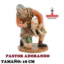 Figuras Belen Estilo Salzillo en barro PASTOR ADORANDO CON BORREGO 18 CM.