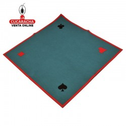 Tapete con signos para juegos en fieltro de color verde, ribeteados en rojo.